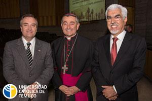 El Intendente Andrés Molina, junto a diversas autoridades de gobierno, eclesiásticas y del mundo social acompañaron al Gran Canciller en su presentación.